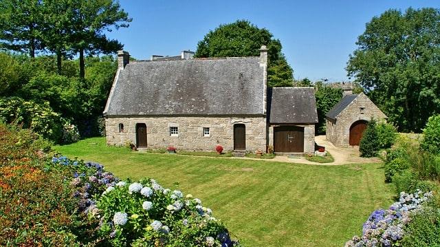 Longère à vendre en Bretagne dans les Côtes d'Armor, au bord de la mer